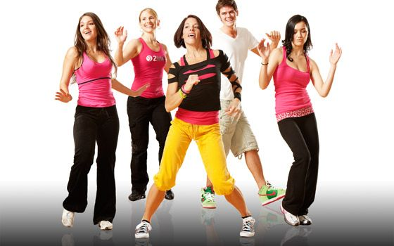 participando de aulas de dança